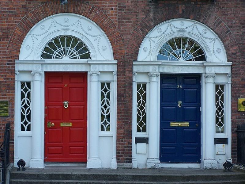 Las leyendas que hay detrás de las coloridas puertas de Dublín