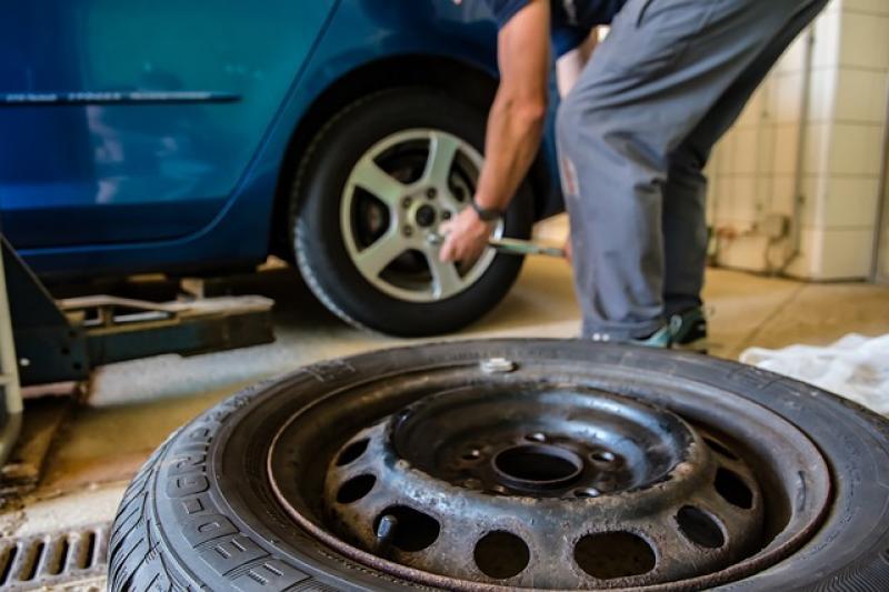 ¿Cuánto tarda el seguro en reparar un arreglo de chapa o golpe en un coche?