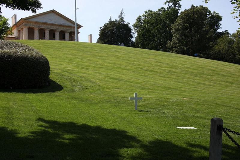 Los entierros más raros y extravagantes de famosos